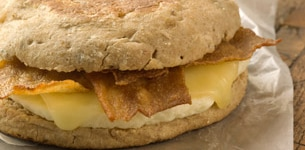 Reduced-Fat Turkey Bacon, White Cheddar & Cage-Free Egg White Classic Breakfast Sandwich